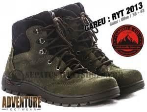 Sepatu Caterpillar Safety Pendek Kalio Warna Hitam Licin C01 toko sepatu safety dan sepatu gunung