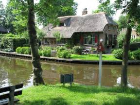 file pretty house in giethoorn jpg wikimedia commons
