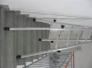 leiter auf treppe stellen werkzeuge werkstatt werkstatteinrichtungen leitern und