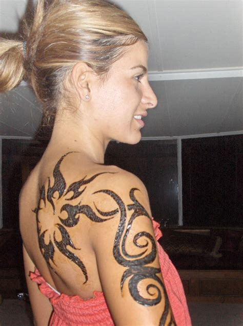 tribal tattoos for women on shoulder shoulder tribal designs for