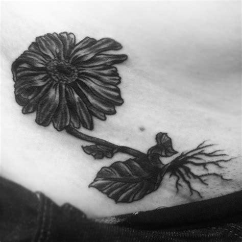 flower design quilmes daisy flower tattoos tattoos facebook