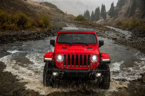 jeep front view 2018 jeep wrangler front view in motion 06 motor trend