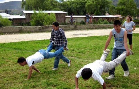 Backyard Picnic Games 20 Best Relay Race Games And Ideas Icebreaker Ideas