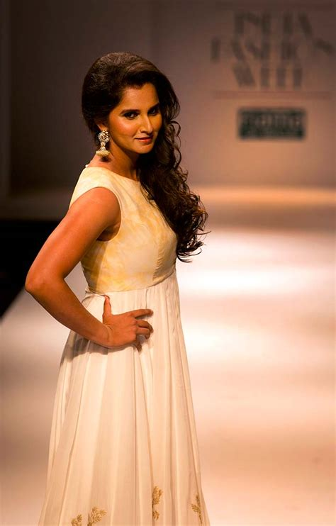Mirza Maxi 1 sania mirza turns showstopper at fashion week photo gallery