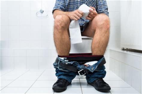 blut im stuhl und urin gleichzeitig blut im stuhl ursachen behandlung komplikation