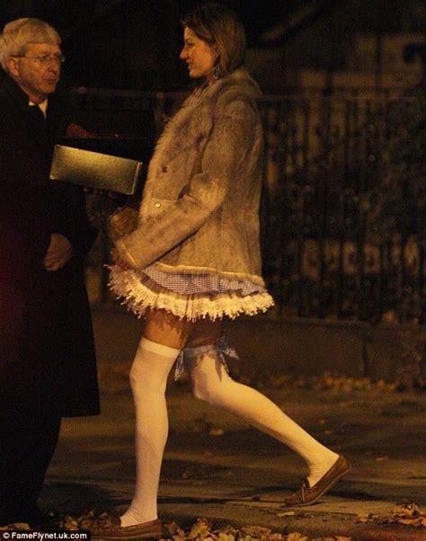 Brown Bathroom Vanity Gisele Bundchen Shows Off Her Endless Legs In Dorothy