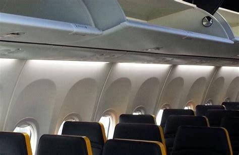 aerei ryanair interni ryanair utile raddoppiato sali con noi a bordo dei nuovi