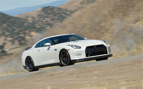 nissan gtr black edition white 2013 nissan gt r black edition verdict motor trend