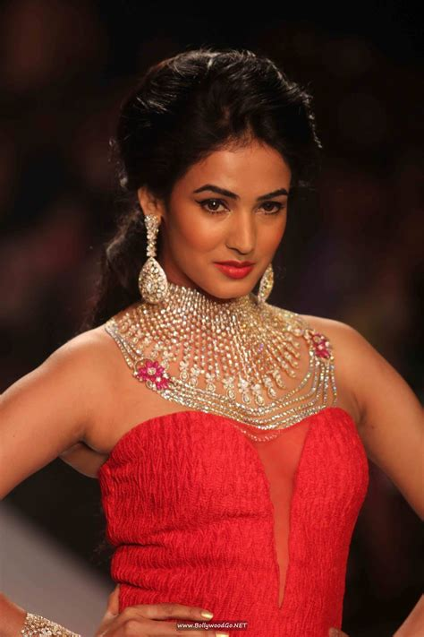 sonal chauhan linkedin sonal chauhan at kays jewels show at iijw intense glamour