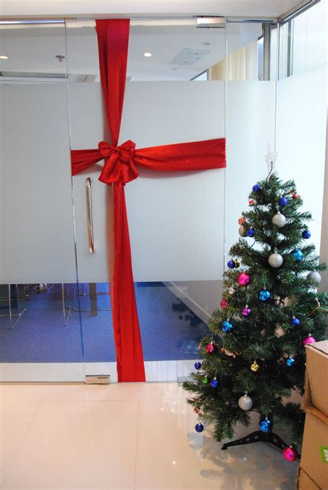 best and worst christmas office decorations decoration in office turn doors into gifts wsk events decoration