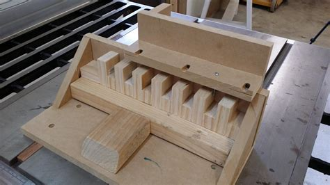 how to finger joints without a table saw single blade box joint jig for those of us without a dado