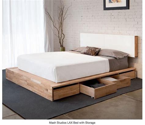 un lit avec rangement