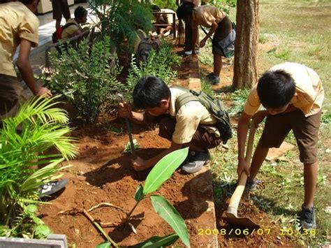 Peduli Lingkungan peduli lingkungan smpn 1 banyuates