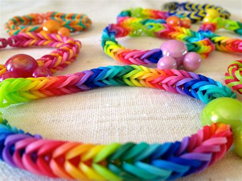 how to make loom bands with how to make a rainbow loom fishtail bracelet without the