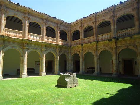 universidad de salamanca universidad de salamanca file hospeder 237 a universidad de salamanca jpg wikimedia