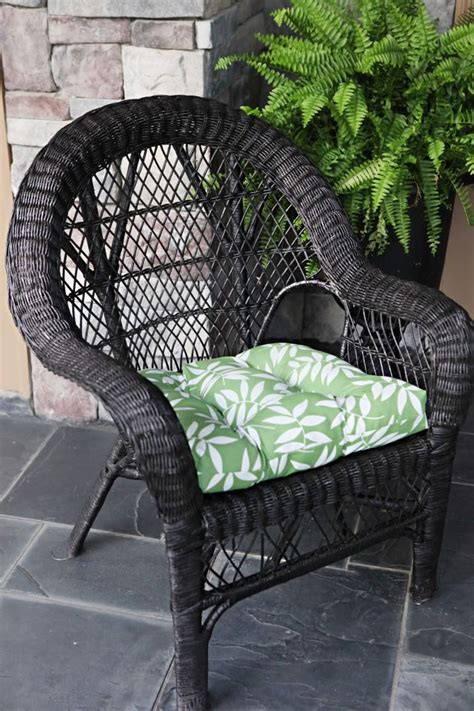 spray paint wicker furniture pin by caitlin cbell on dying to diy