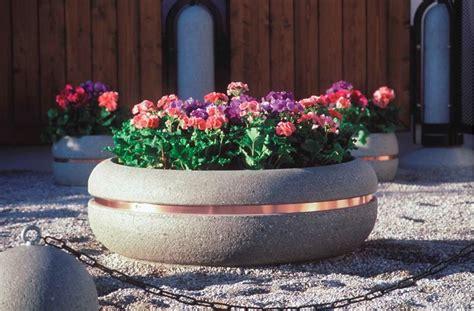 vasi da giardino in cemento fioriere in cemento vasi e fioriere