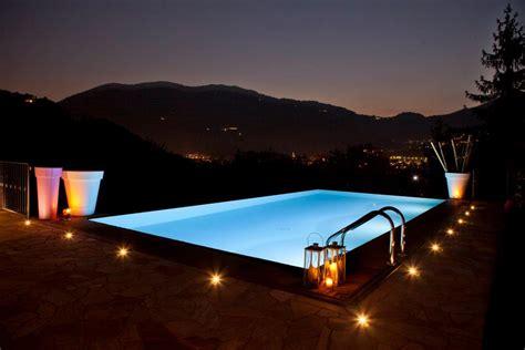illuminazione dentro e fuori la piscina vivi la piscina