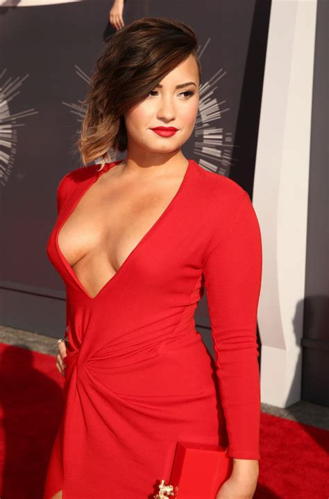 Send Flowers In Miami - demi lovato shows off cleavage on 2014 mtv vmas red carpet