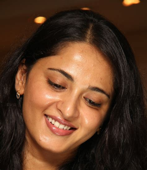 telugu actress face closeup actress anushka shetty gorgeous face close up photos