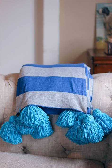 Pom Pom 4 diy pompom blanket homemadebanana