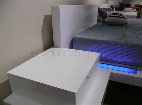 high gloss white finish modern bedroom  built  nightstands