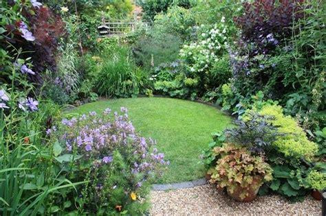 designing a small garden ideas progetti giardini piccoli progettazione giardino