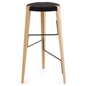 tabouret design tabouret de bar design en bois tabouret sputnik par zilio