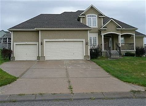 sw  sunflower dr lees summit mo  foreclosed home