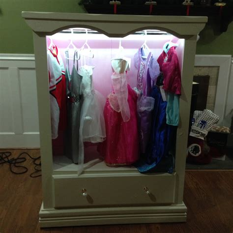 Diy Dress Up Closet by White Dress Up Closet With Lights Diy Projects