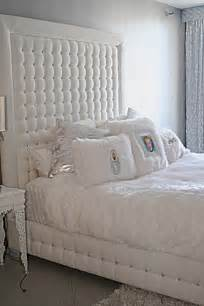 Crystal Tufted Bed 4093 White Velvet Tufted Bed With Crystals Sink Into