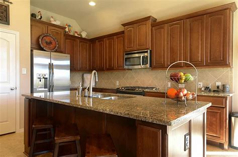 countertop  backsplash    medium wood