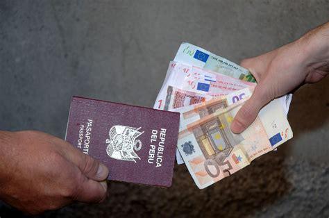 permesso di soggiorno per rumeni documenti e permessi di soggiorno falsi arrestate 3
