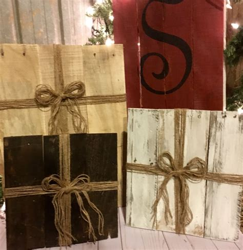 xmas pallet decor wood christmas presents pallet presents country