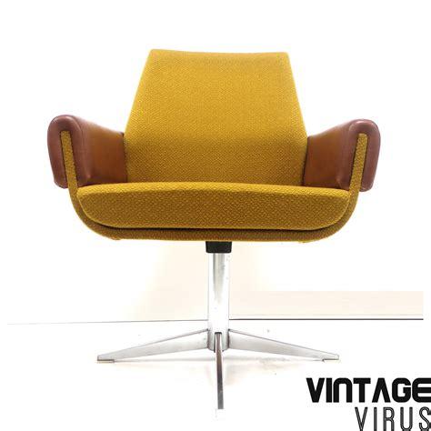 fauteuil oker 3 vintage fauteuils met oker en cognac bekleding vintage virus