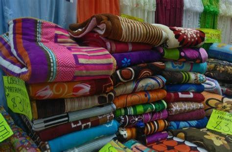 edredones vianney guatemala la calle del centro hist 243 rico donde venden cobijas y edredones