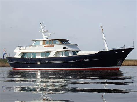 lengesch ft 2006 de vries lentsch classic expedition yacht 90ft power