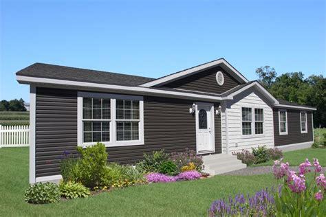 ska nova ranch home exterior featuring  double