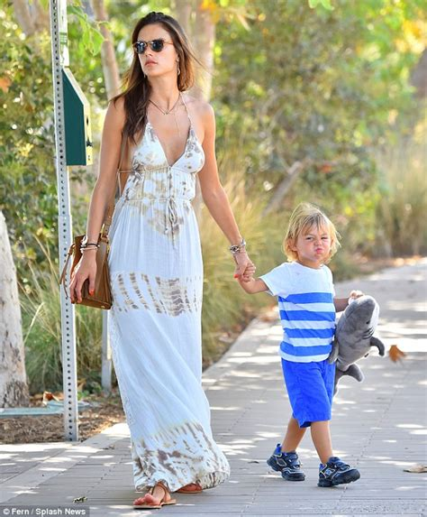 Dress Jersey Susun Squeen alessandra ambrosio tucks into an lolly as she sports