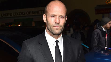 film jason statham 2017 shark thriller meg swims back five months to august