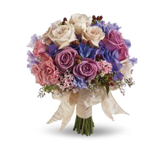 wedding flower bouquets images choosing wedding flowers tips and trends teleflora