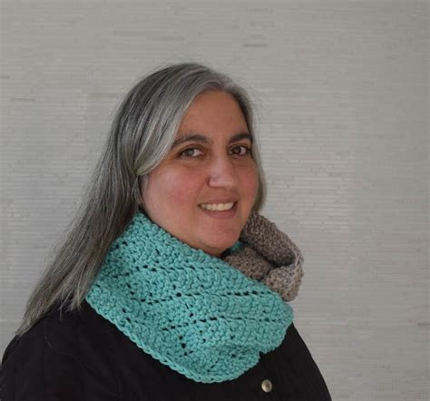 knitting pattern for infinity scarf on straight needles knitting pattern two toned diamonds infinity scarf