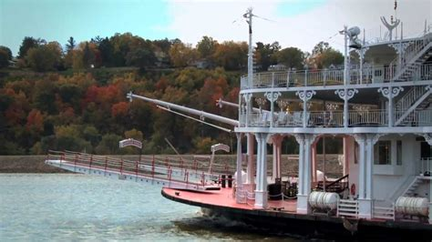 riverboat cruise up mississippi river mississipi riverboat cruise american queen youtube