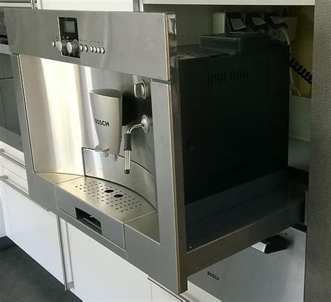 einbau kaffeevollautomat mit festwasseranschluss kaffeevollautomaten tkn68e751 bosch einbau