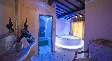 agriturismo con vasca idromassaggio in toscana hotel di lusso in toscana camere e suite con minipiscina