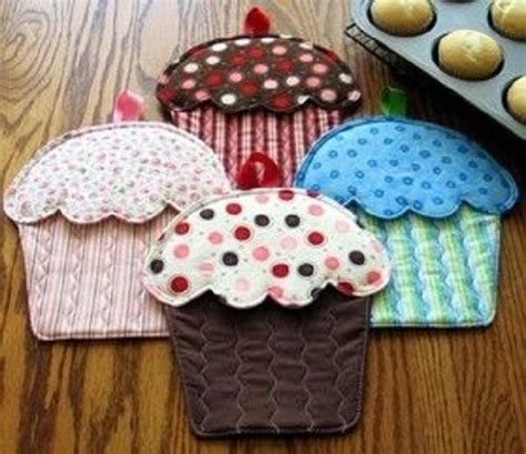 pattern for cupcake holder susie shore hot cakes oven mitts cupcakes pattern ebay