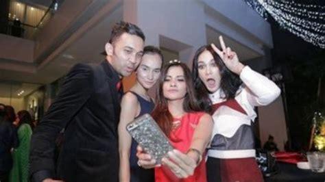 indonesian luna maya cut tari and nazril ariel facebook com kasus video porno ariel yang melibatkan luna maya dan