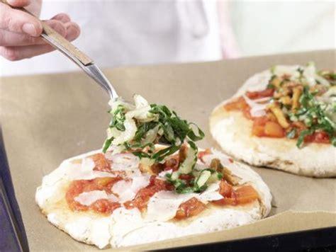 pizza bettdecke kartoffelpizza mit pfifferlingen rezept eat smarter