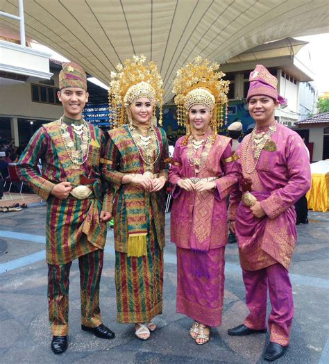 Penyewaan Baju Adat Aceh quot sanggar nusantara dot quot jakarta paket rias pengantin melayu riau acara adat sewa tari