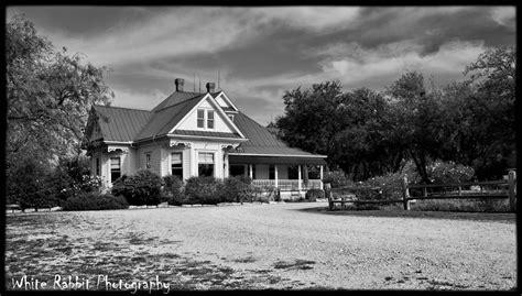Chainsaw House by Kingsland Chainsaw House 1 0